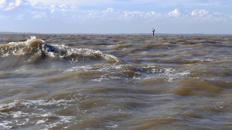 Hiekkaista vettä Thamesin suistossa