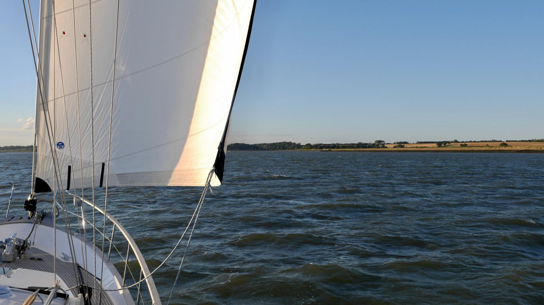 Suwena sailing up the river Orwell