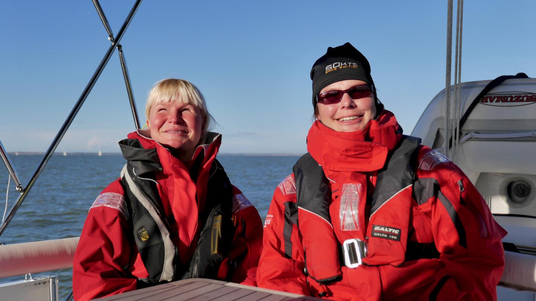 Eve ja Tuovi purjehtimassa Pohjanmerellä