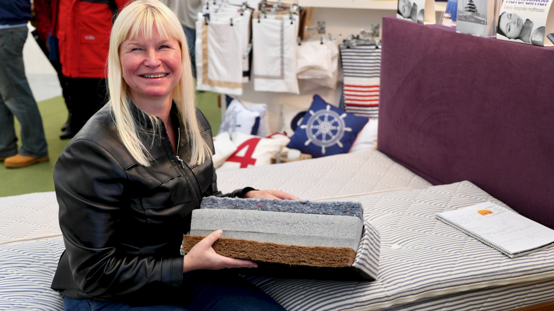 Eve is examining the Naturalmat's mattress