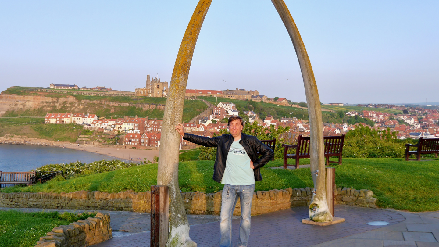 Andrus at the whale bone arch in Whitby