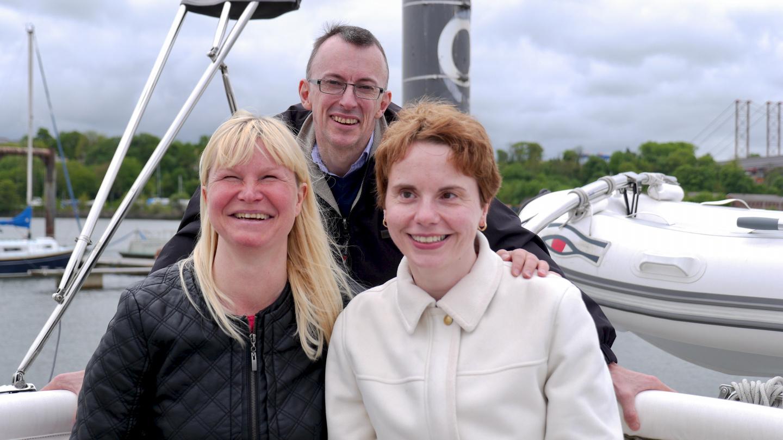 Eve sekä uimarit Mary Ann Low ja Paul Noble