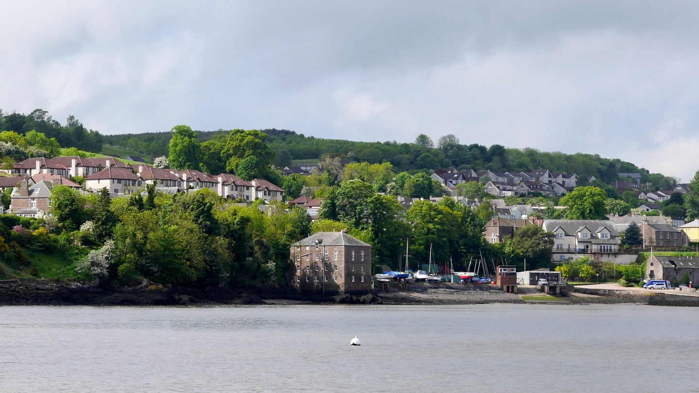 Woodhaven on the shore of the river Tay