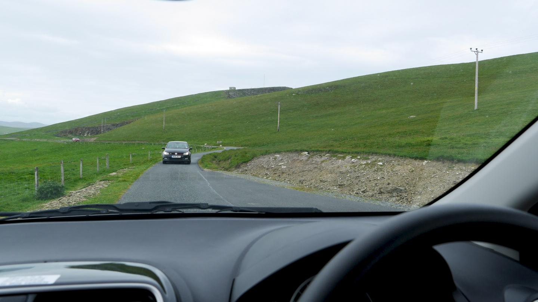 Tavanomainen ohituspaikka Shetlannin yksikaistaisilla teillä