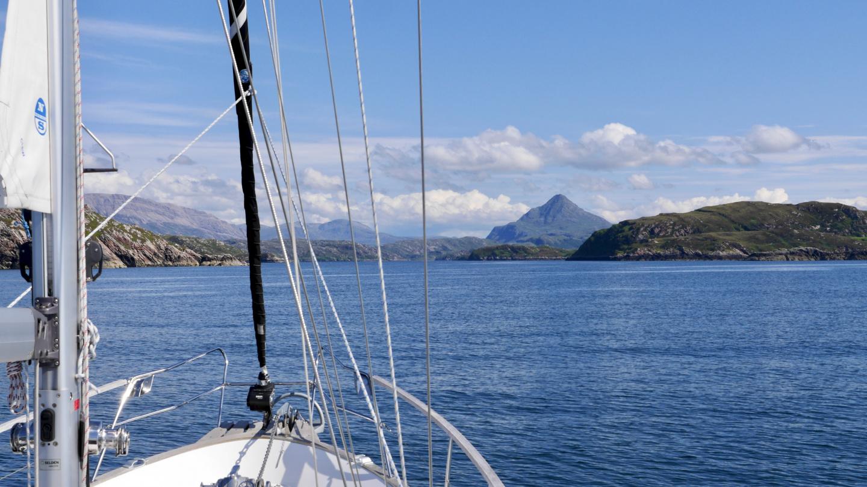 Suwena menossa Loch Laxford vuonoon Skotlannissa