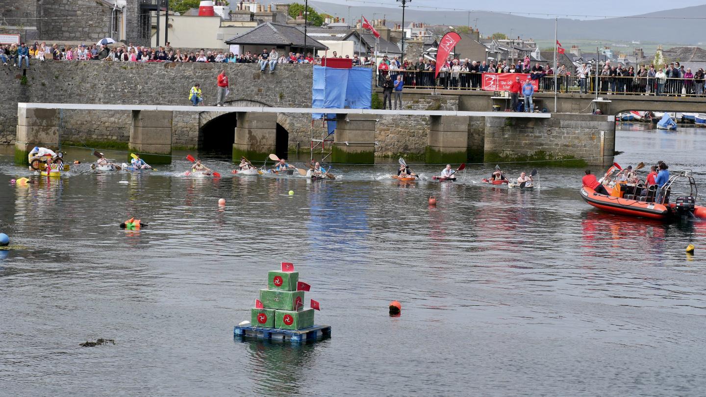 Start of the World Tin Bath Championchips on the Isle of Man