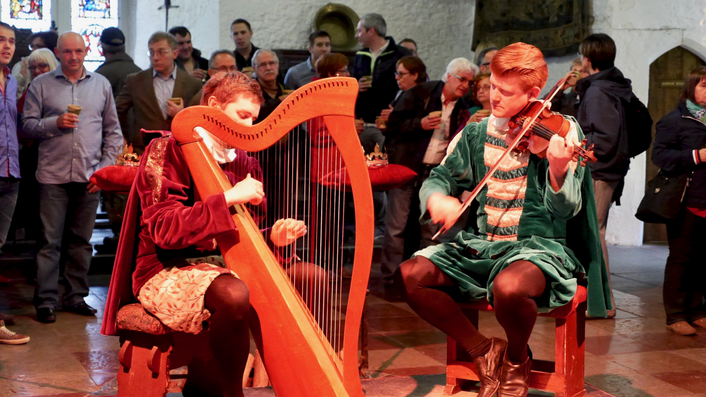 Musicians in the Great Hall of the Bunratty Castle