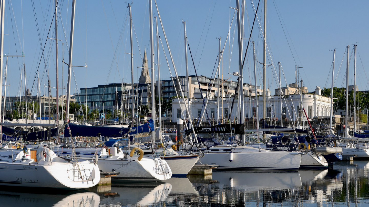 Royal Irish Yacht Club, klubitalo Dun Laoghairessa