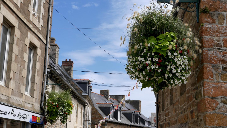 Kukkakoristeita Paimpolissa Bretagnessa