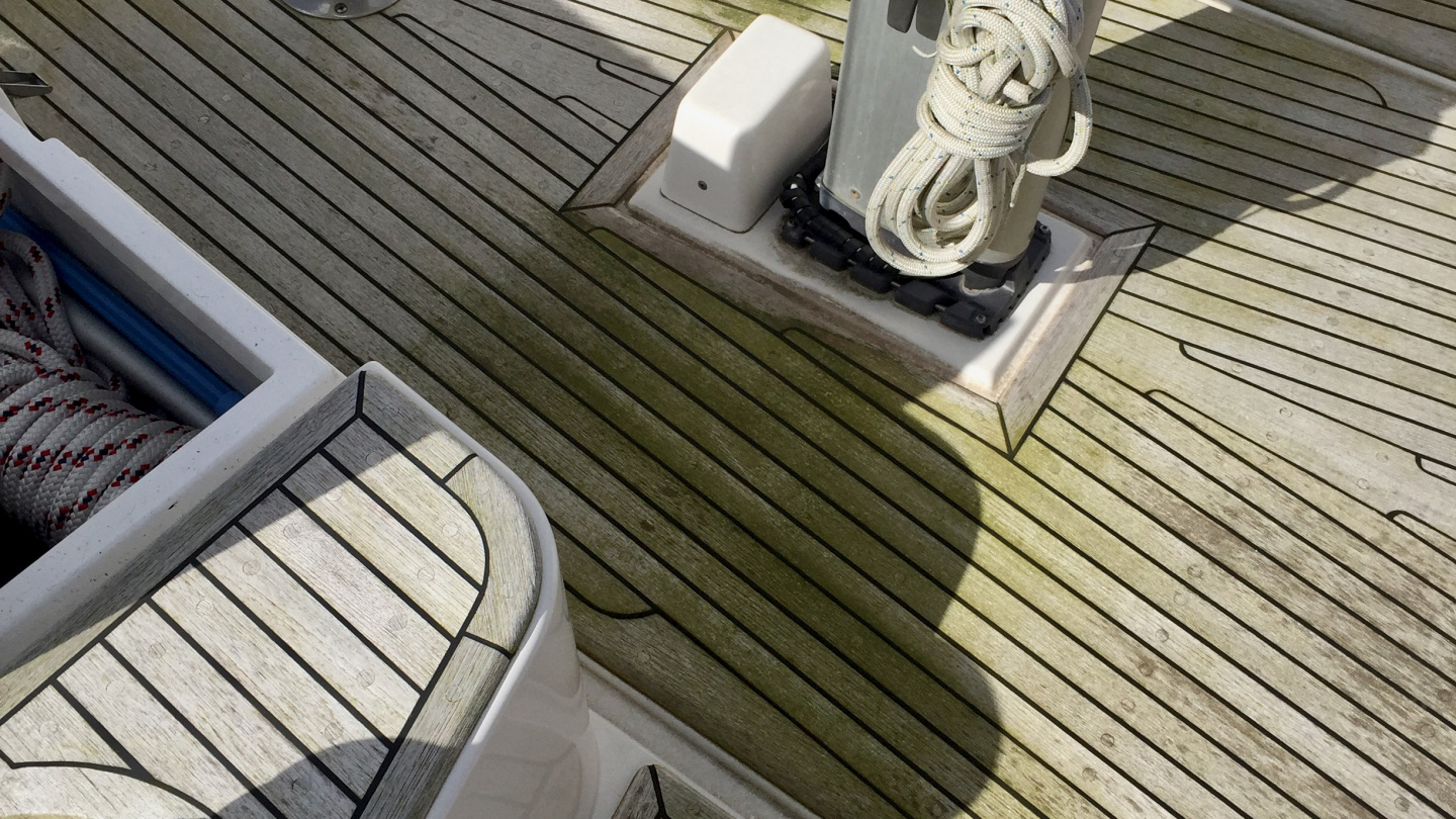 Green teak deck before spring cleaning with Patio Magic in Roscoff