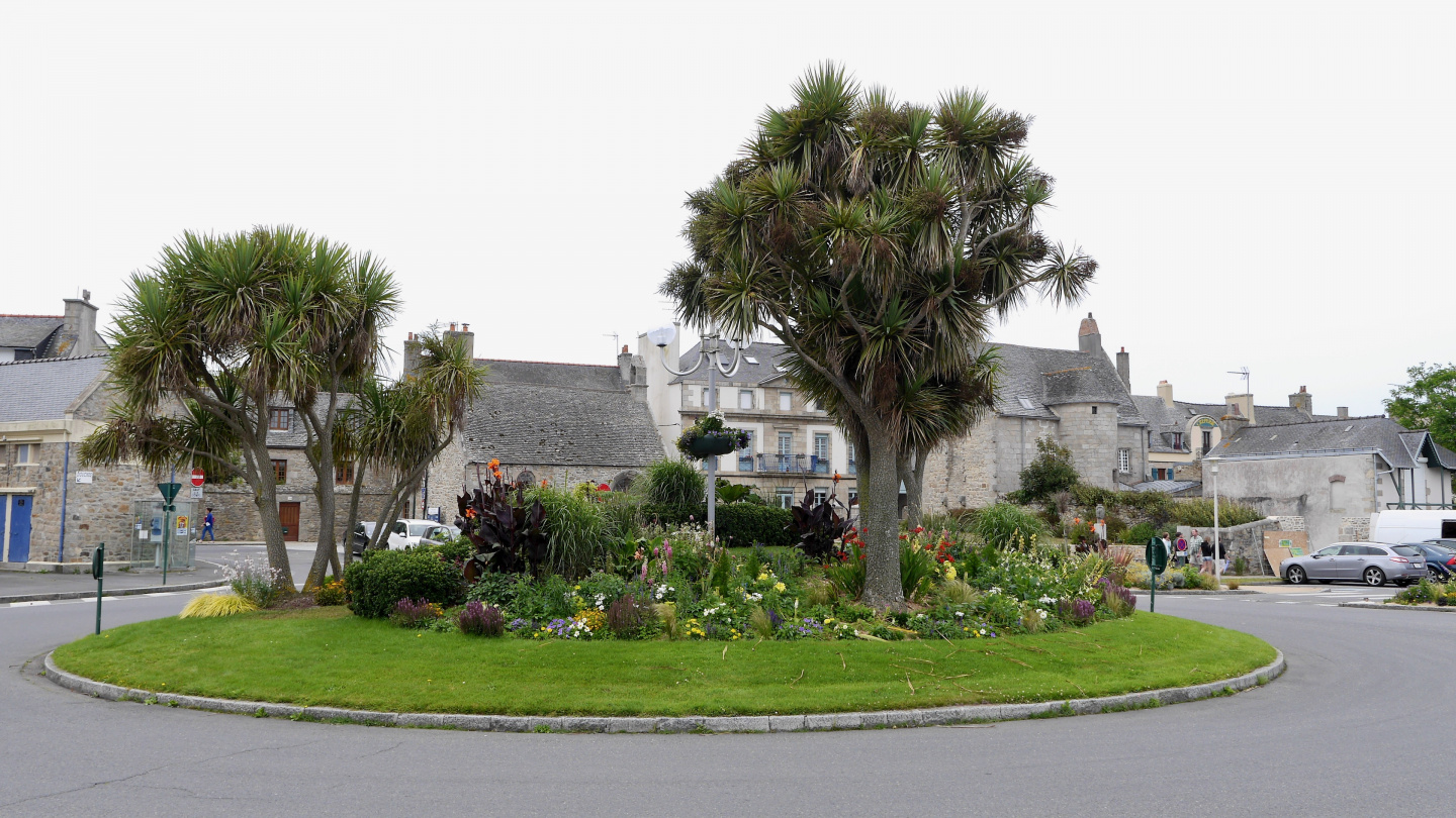 Roundabout in the centre of Roscoff