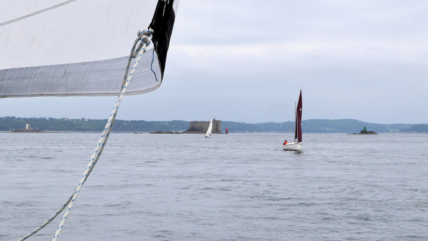 Suwena sailing on the bay of Morlaix in Brittany