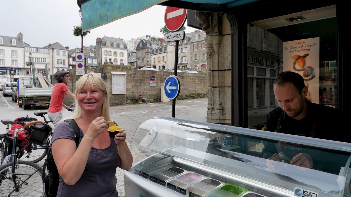 Eve having a sorbet in Morlaix