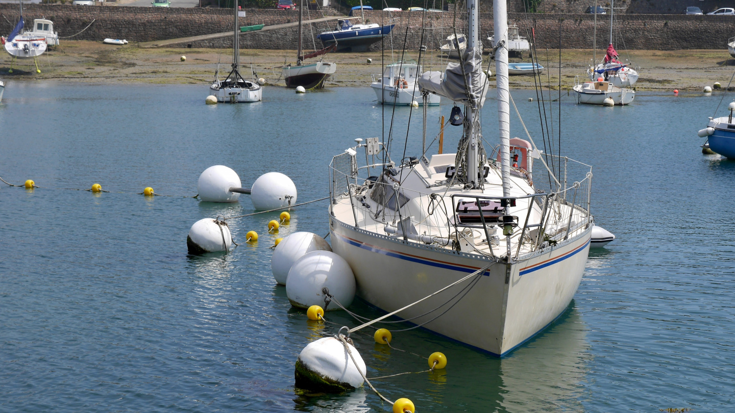 Fore-and-aft mooring in Ploumanac'h in Brittany