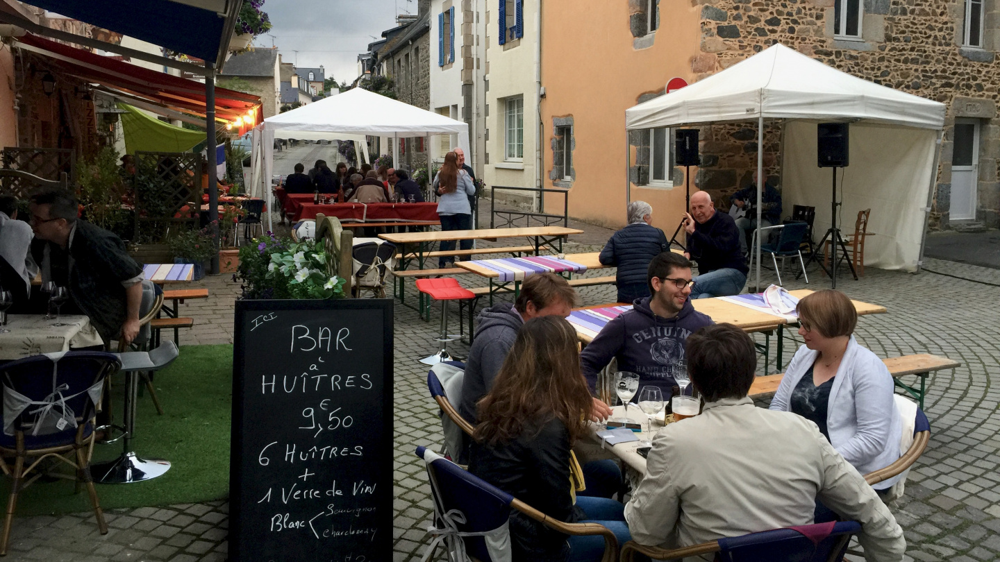 Friday evening street party in Saint Quay Portrieux