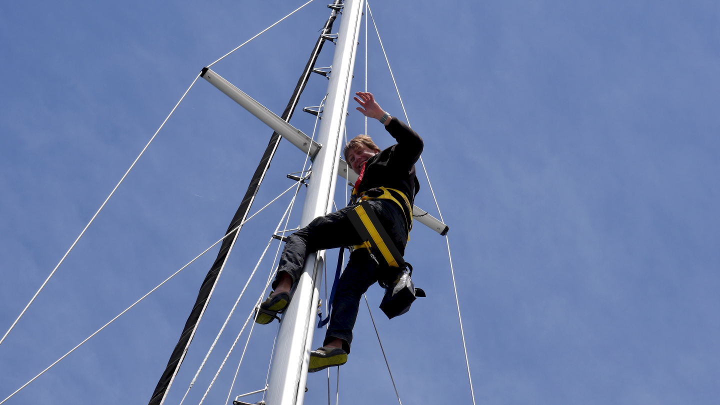 Andrus changing the wind transducer in Roscoff