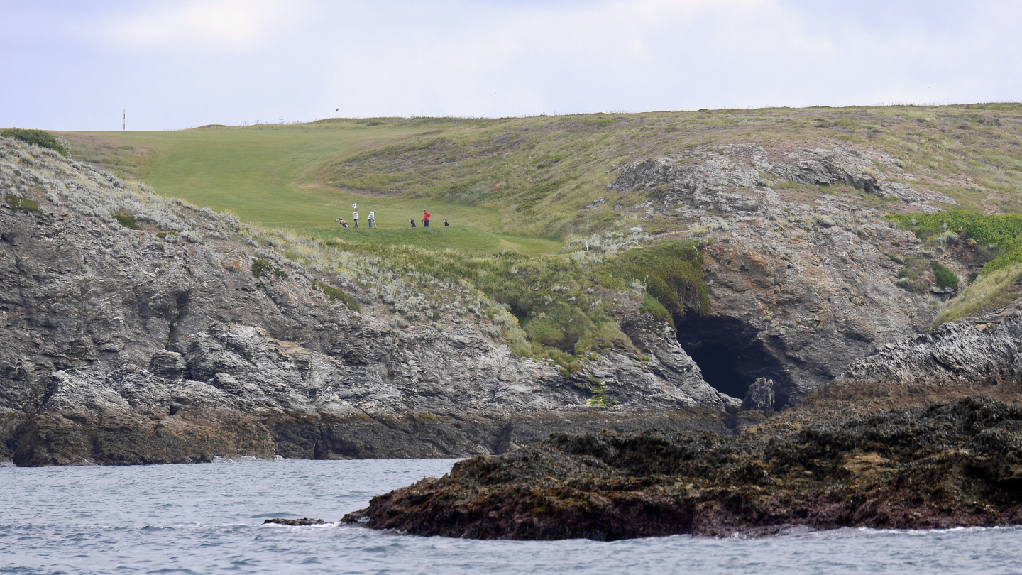 Golf course next to the anchorage of Stêr-Ouen on the Belle Île island