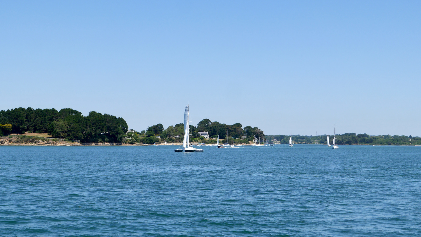 Sunday-sailors in the Gulf of Morbihan in Brittany