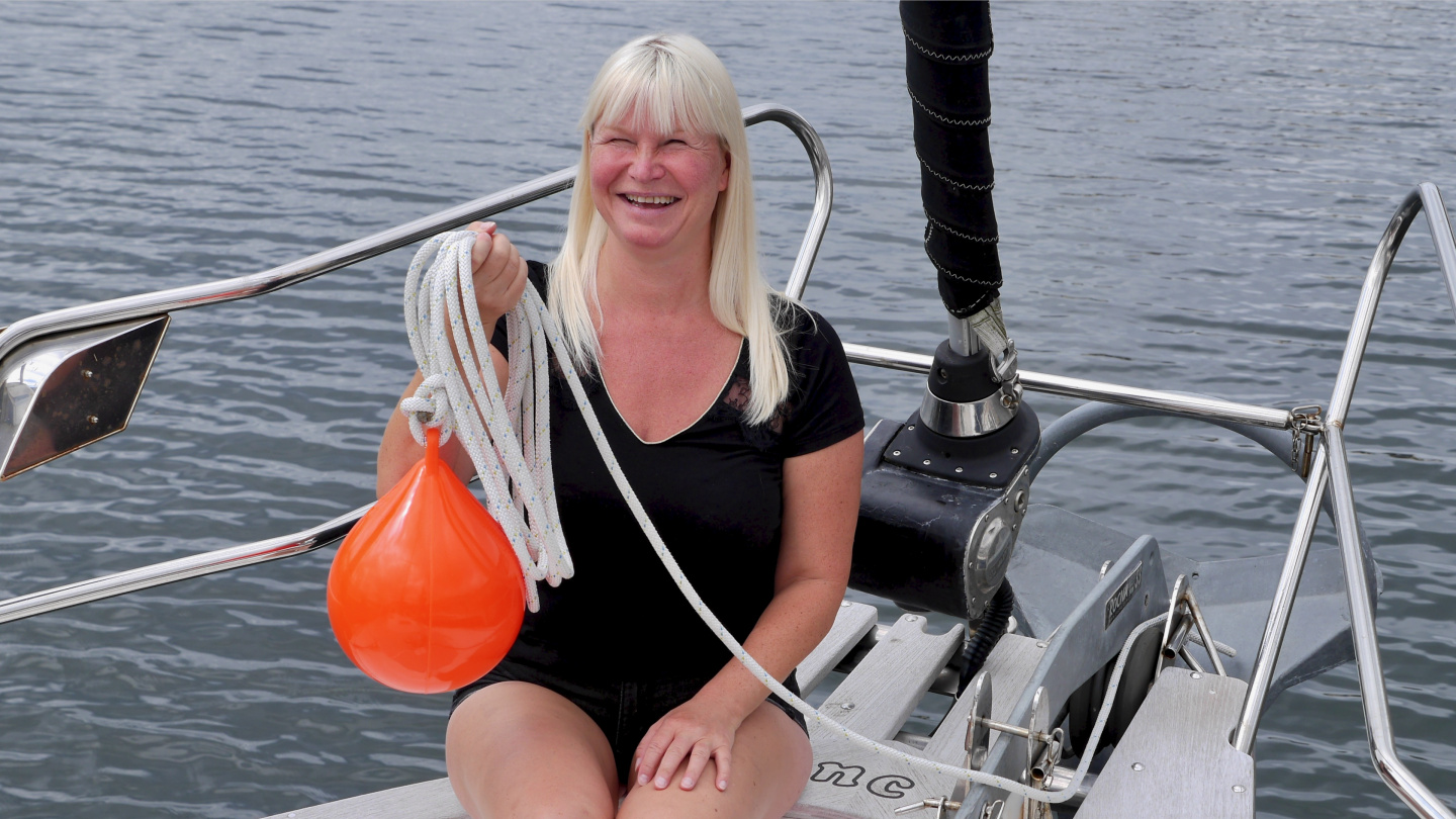 Eve with the brand new anchor buoy of Suwena