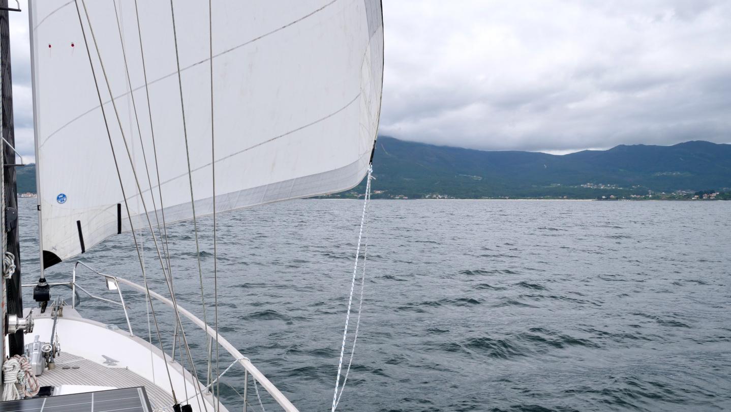 Suwena purjehtimassa Ría de Muros lahdella Galiciassa