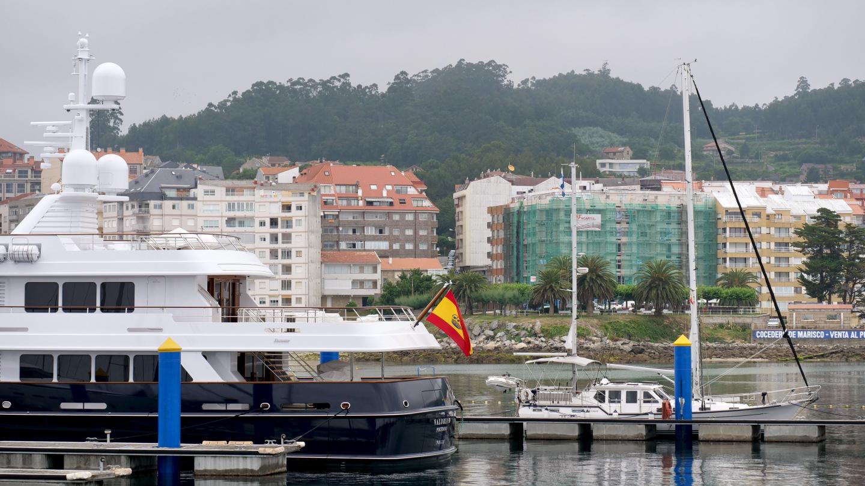 Suwena ja Valoria B Sanxenxon satamassa Galiciassa