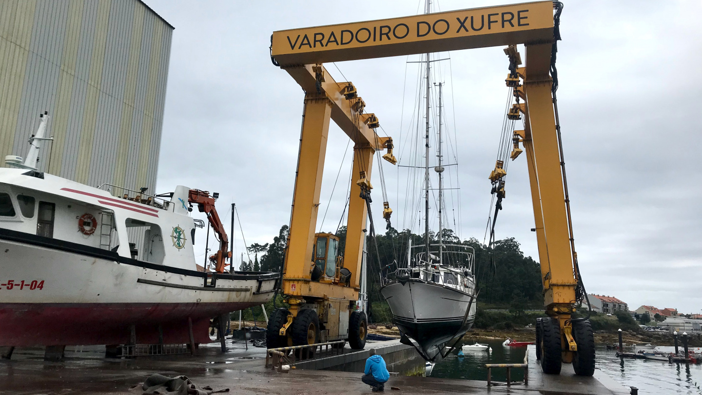 Suwena in the travel lift of Xufre boatyard in Galicia